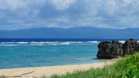 Пейзаж голубого пляжа моря и песка Стоковое Изображение RF