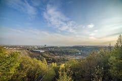 Пейзаж леса с лучами теплого света Стоковое Фото