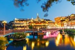 Пейзаж здания сада Шанхая традиционный yuyuan в вечере Стоковая Фотография