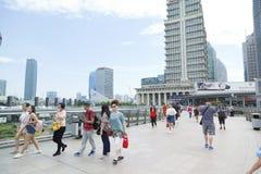 Пейзаж небоскребов Шанхая на районе Lujiazui финансовом в пасмурном дне в Шанхае, Китае стоковое фото