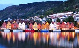 Пейзаж ночи Бергена, Норвегия Стоковое Изображение RF