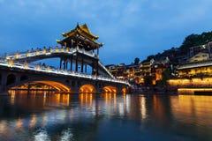 Пейзаж ночи древнего города Хунани Fenghuang стоковое изображение