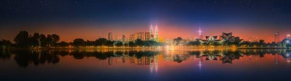 Пейзаж ночи Куалаа-Лумпур, дворец культуры Стоковые Изображения RF