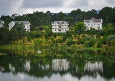 Пейзаж озера в Dalat, Вьетнаме Стоковая Фотография