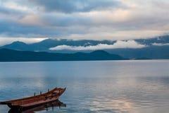 Пейзаж озера Lugu Стоковое Изображение RF