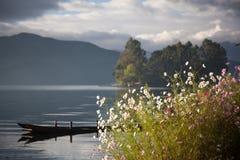 Пейзаж озера Lugu Стоковые Изображения RF
