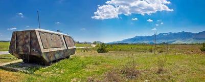 Пейзаж природы Lika и бронированное военное транспортное средство Стоковая Фотография