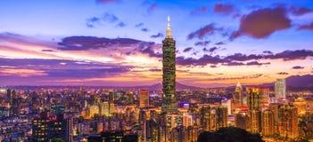 Пейзаж рассвета города Тайбэя Стоковое фото RF