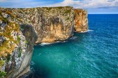 пейзаж с берегом океана в Астурии, Испании Стоковые Фото
