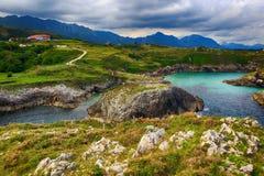 пейзаж с берегом океана в Астурии, Испании Стоковые Изображения RF