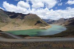 Пейзаж тибетского плато стоковые изображения