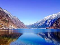 Пейзаж Hallstatt озера и гор Стоковые Изображения RF