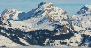 Пейзаж Wintertime на горе Fronalpstock в Швейцарии видеоматериал