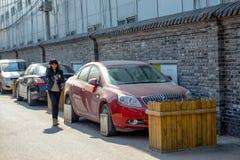 ПЕКИН, КИТАЙ - 14-ОЕ МАРТА 2016: Старое hutong Пекина со своим Стоковые Фотографии RF