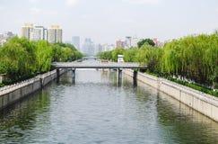 Пекин увиденный от моста обозревая канал Стоковые Изображения