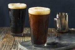 Пенистый нитро холодный кофе brew стоковые изображения rf