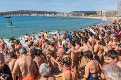 Первая ванна года на океане Стоковая Фотография RF