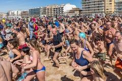 Первая ванна года на океане Стоковые Фотографии RF