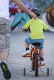 Первая езда велосипеда стоковые фото