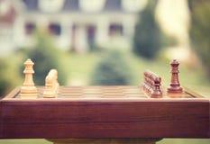 Первое движение над деревянной доской Рынок займов домашних сбережений продажи недвижимости Стоковое Фото