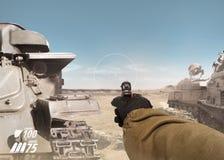 Первое удерживание руки солдата взгляда персоны оружие Стоковое Фото