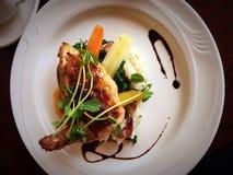 Первоклассный изысканный обедающий цыпленка стоковая фотография rf