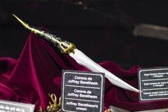 Первоначально костюмы актеров и упорок от ` кино игра ` тронов в предпосылках морского музея Барселоны Стоковое фото RF