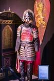 Первоначально костюмы актеров и упорок от ` кино игра ` тронов в предпосылках морского музея Барселоны Стоковое Фото