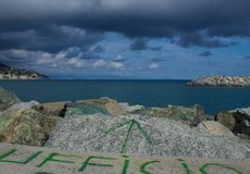 Первоначально написанный итальянский офис на утесах на море Стоковое Изображение