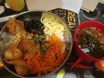 Первоначально корейское bibimbowl с супом Стоковые Фотографии RF