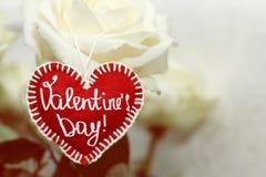 Первоначально красное сердце сделанное из войлока handmade на предпосылке whit Стоковые Изображения RF