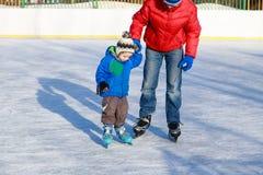 Первый катаясь на коньках урок Стоковые Фотографии RF