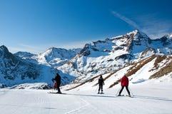 первый наклон лыжников Стоковое Изображение RF