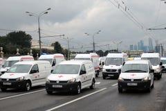 Первый парад Москвы перехода города Непредвиденные автомобили Стоковое фото RF