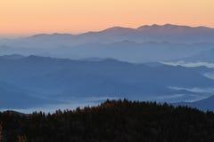 Первый свет на закоптелых горах Стоковое фото RF