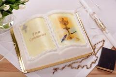 Первый торт святого причастия на таблице Стоковое Изображение RF