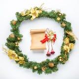 Пергамент рождественской открытки над елью Стоковое фото RF