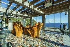 Пергола в китайском стиле с деревянным столом и стульями Стоковая Фотография RF