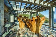 Пергола в китайском стиле с деревянным столом и стульями Стоковая Фотография