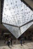 Перевернутая пирамида внутри музея Стоковое фото RF