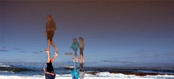 Перевернутый мир на пляже стоковая фотография