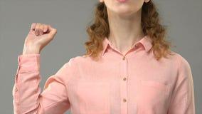 Переводчик языка жестов говоря да, учитель показывая слова в asl, консультации видеоматериал
