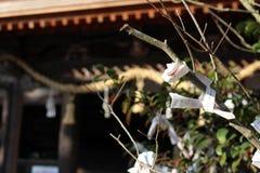Перевод: Перевод: ` Письма на ` виска Hachninomangu синтоистском в Yamaguchi, Японии Стоковое Фото