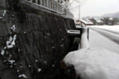 Перевод: ` Святыни Uchino Oimatsu ` в Iizuka, Фукуоке, Японии, во время снега Стоковое Изображение