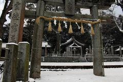 Перевод: ` Святыни Uchino Oimatsu ` в Iizuka, Фукуоке, Японии, во время снега Стоковое Фото
