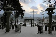 Перевод: ` Святыни Uchino Oimatsu ` в Iizuka, Фукуоке, Японии, во время снега Стоковое Изображение RF
