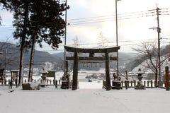 Перевод: ` Святыни Uchino Oimatsu ` в Iizuka, Фукуоке, Японии, во время снега Стоковое фото RF