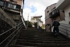 Перевод: ` Строб одн-шагающего ` torii синтоистский должный к взрывать стоковое изображение rf