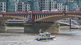 Перевозимый по воде патруль в центральном Лондоне Стоковое фото RF