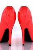 перевод 3D пары красных highheels на белизне Стоковое Изображение RF